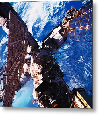 A Space Station Orbiting Above The Earth Metal Print by Stockbyte