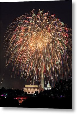 Fireworks Over Washington Dc On July 4th Metal Print by Steven Heap