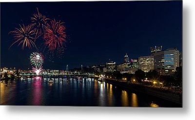 4th Of July Fireworks At Portland Waterfront 2016 Metal Print by David Gn
