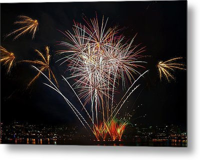 4th Of July Fireworks Display From The Barge Portland Oregon Metal Print by David Gn