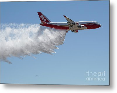 747 Supertanker Drop Metal Print by Bill Gabbert