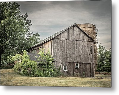 A Barn In Cowlesville Metal Print by Guy Whiteley