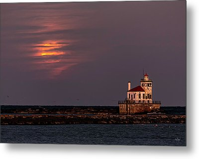 Metal Print featuring the photograph A Moonsetting Sunrise by Everet Regal