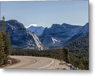 Metal Print featuring the photograph A Road To Follow by Everet Regal