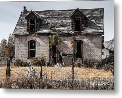 Abandoned House In Central Utah Metal Print by Gary Whitton