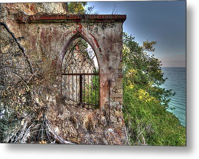 Abandoned Places Iron Gate Over The Sea - Cancellata Sul Mare Metal Print
