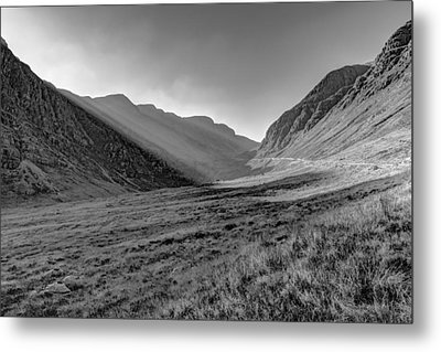 Metal Print featuring the photograph Afternoon Sun Rays Bealach Na Ba Black And White by Gary Eason