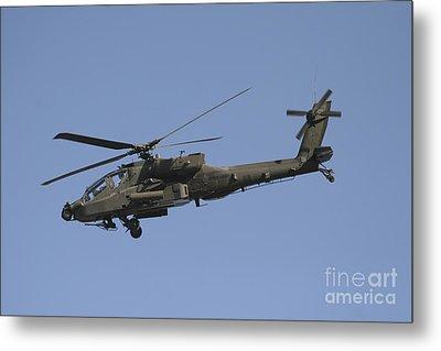 Ah-64 Apache In Flight Over The Baghdad Metal Print by Terry Moore