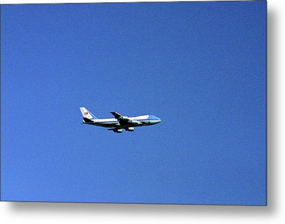 Metal Print featuring the photograph Air Force One In Flight by Duncan Pearson