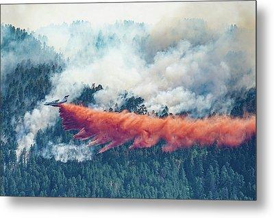 Air Tanker On Crow Peak Fire Metal Print by Bill Gabbert