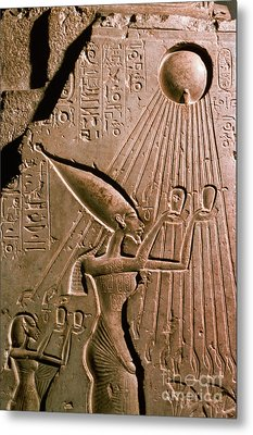 Akhenaton With Sun God Metal Print by Science Source