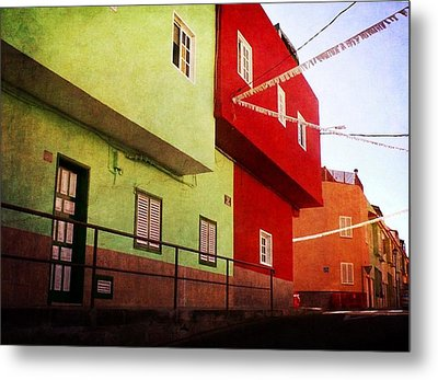Metal Print featuring the photograph Alcala Red And Green Street by Anne Kotan