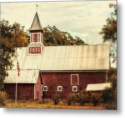 Americana Barn Metal Print by Lisa Russo