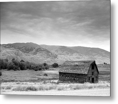 Metal Print featuring the photograph An Old Barn by Mark Alan Perry