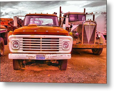 Metal Print featuring the photograph An Old Ford And Kenworth by Jeff Swan