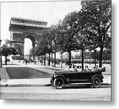 Arc De Triomphe De Letoile Metal Print by Underwood Archives