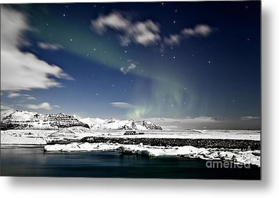 Aurora At Glacier Lagoon Metal Print by Roddy Atkinson