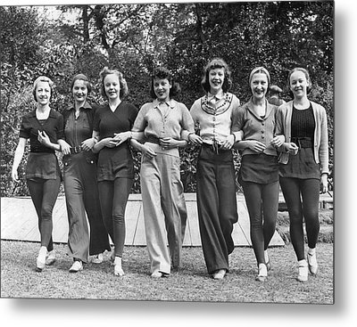 Ballet Dancers In The Park Metal Print by Underwood Archives