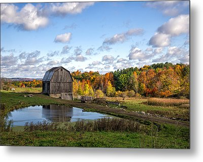 Metal Print featuring the photograph Barn In Autumn by Mark Papke