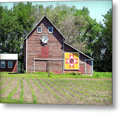 Barn Time And Quilts Metal Print by Kathy M Krause