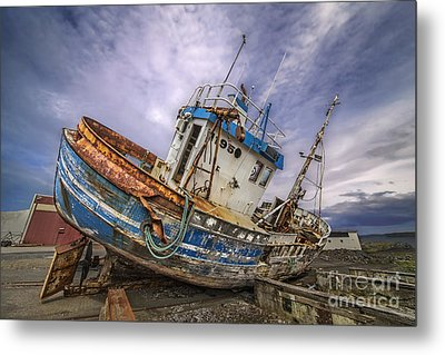 Battered Boat Metal Print by Roman Kurywczak