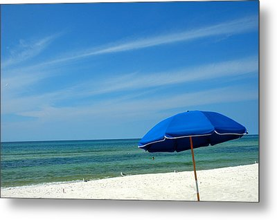 Beach Umbrella Metal Print by Susanne Van Hulst