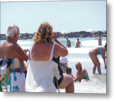 Metal Print featuring the painting Beach Watchers by Esther Newman-Cohen