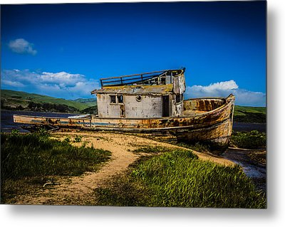 Beached Boat Metal Print by Garry Gay
