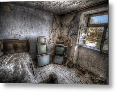 Bed Time Tv Metal Print by Nathan Wright