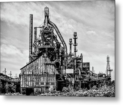 Bethlehem Pa Steel Plant  Side View In Black And White Metal Print by Bill Cannon