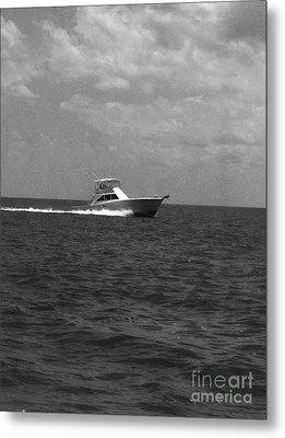 Black And White Boating Metal Print by WaLdEmAr BoRrErO