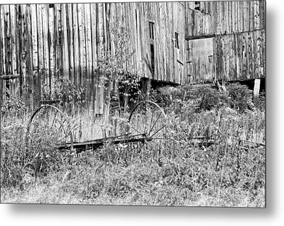 Black And White Old Barn In Maine Metal Print