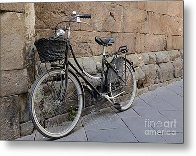 Black Bike On The Streets Of Lucca Italy Metal Print by Edward Fielding