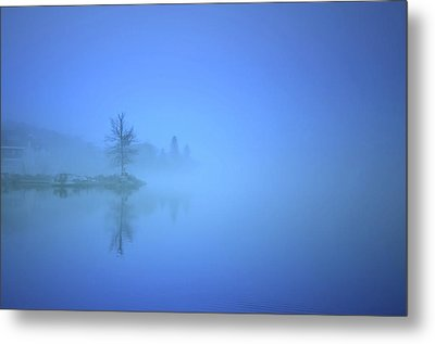Metal Print featuring the photograph Blue Fog At Skaha Lake by Tara Turner