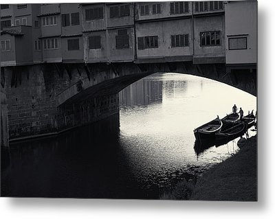 Boatmen And Ponte Vecchio, Florence, Italy Metal Print