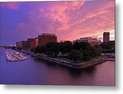 Metal Print featuring the photograph Boston Royal Sonesta by Juergen Roth