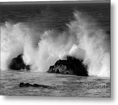 Breaking Wave At Pacific Grove Metal Print by James B Toy