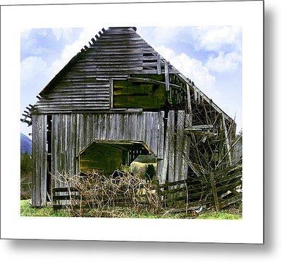 Bridge Creek Barn Metal Print by Susan Leggett