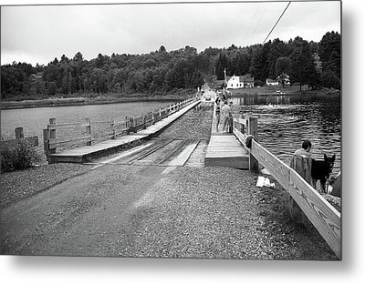 Metal Print featuring the photograph Brookfield, Vt - Floating Bridge 5 Bw by Frank Romeo