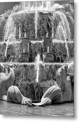 Buckingham Fountain Closeup Black And White Metal Print