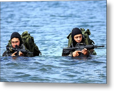 Buds Students Wade Ashore During An Metal Print by Stocktrek Images