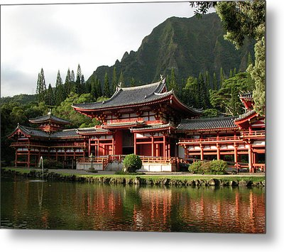 Metal Print featuring the photograph Byodo-in Temple, Oahu, Hawaii by Mark Czerniec