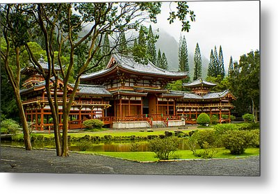Byodo-in Temple Metal Print by Rob Tullis
