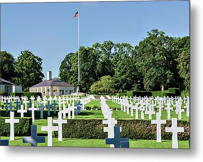 Metal Print featuring the photograph Cambridge England American Cemetery by Alan Toepfer