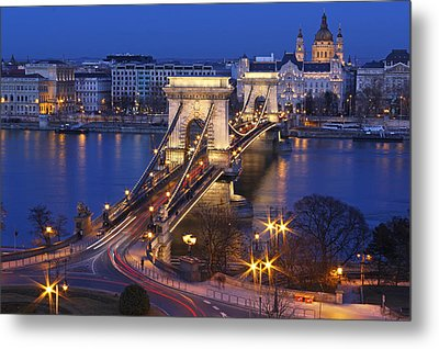 Chain Bridge At Night Metal Print by Romeo Reidl