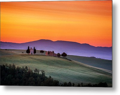 Chapel And Farmhouse In Tuscany Metal Print by Andrew Soundarajan
