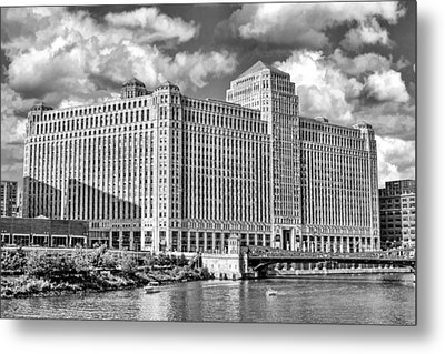 Metal Print featuring the photograph Chicago Merchandise Mart Black And White by Christopher Arndt