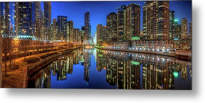 Chicago River East Metal Print by Steve Gadomski