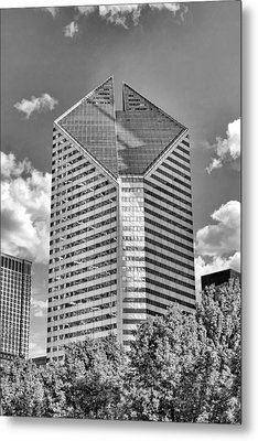 Metal Print featuring the photograph Chicago Smurfit-stone Building Black And White by Christopher Arndt