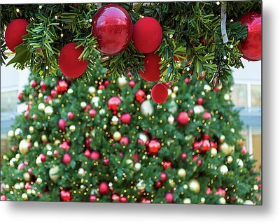 Christmas Holiday Red Ornaments On Garland Metal Print